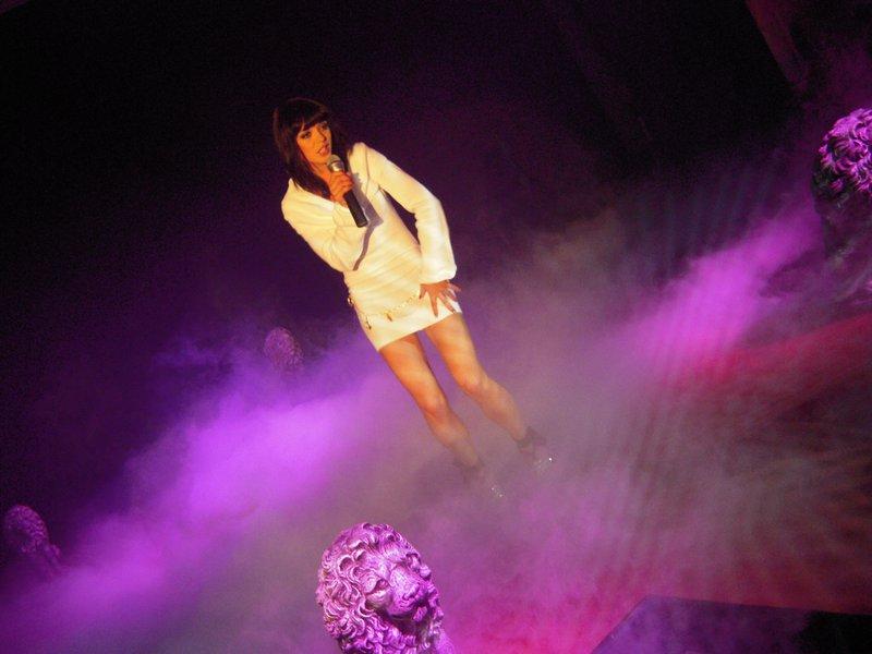 Vroča lepotička pevka Sabina Mali