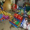 Hrana, ki so jo zbrale zajčice s pomočjo prijateljev na humanitarni prireditvi.