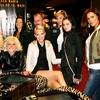 Dekleta so po podelitvi pozirala tudi za skupinsko sliko skupaj z urednikom Borutom Omerzelom.