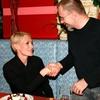 Prve čestitke je Sanela prejela s strani Boruta Omerzela, odgovornega urednika slovenskega Playboya.