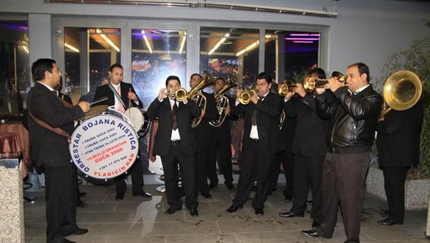 Povabljence so zabavali tudi trubači. (foto: Foto-Vid: Jani B)