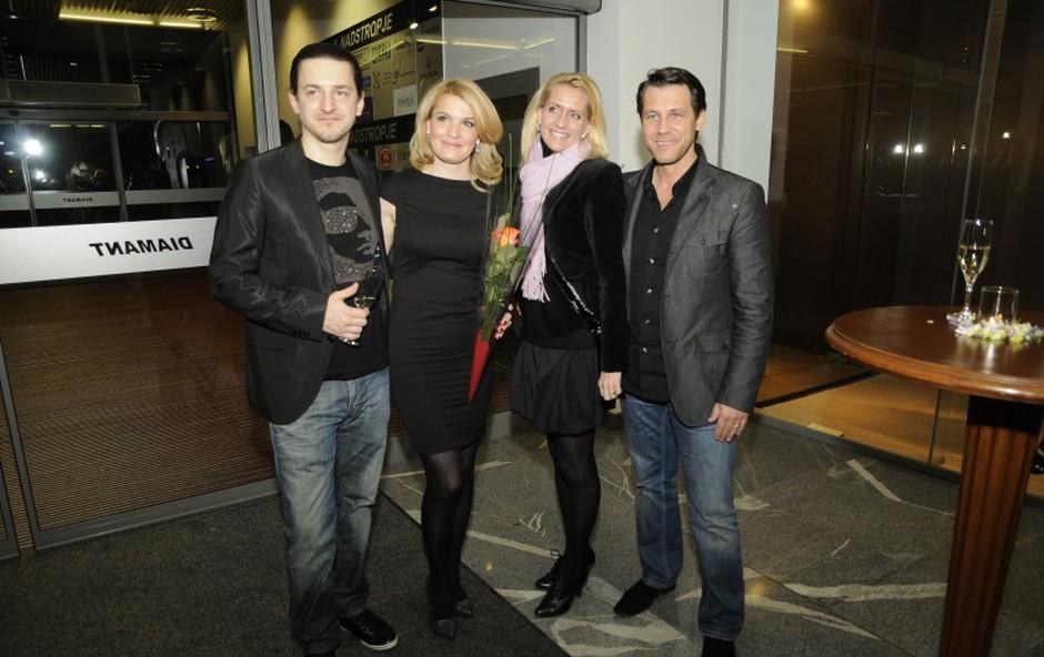 Martin Štibernik, njegova Jasmina, ter Marko in Tina Vozelj so dobri prijatelji. (foto: Sašo Radej)