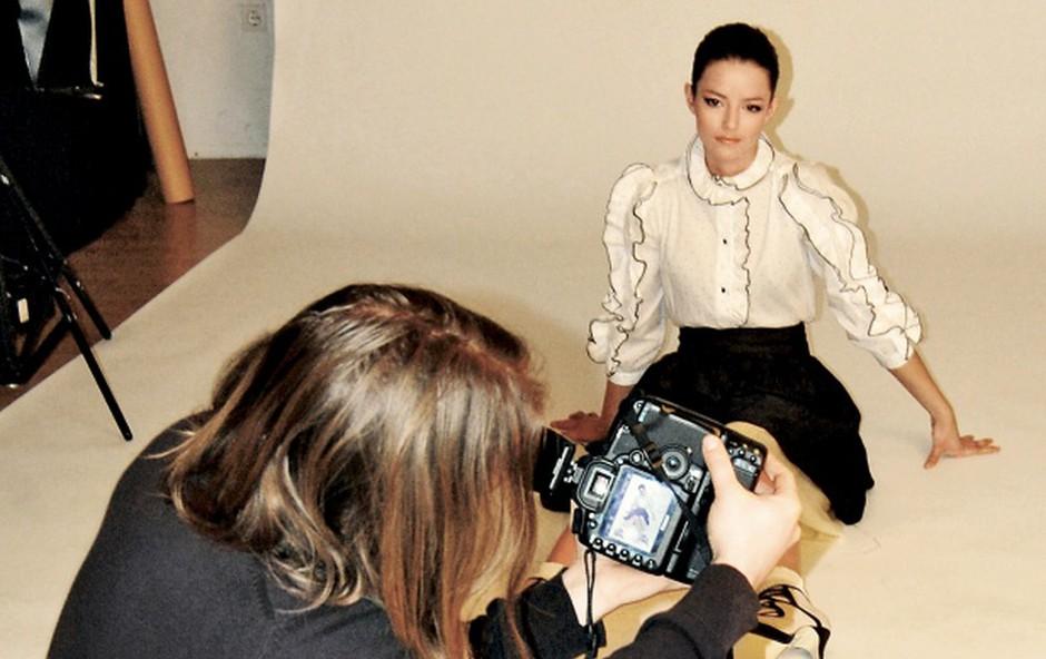 Barbara Ogrinc se je že drugič prepustila Miranu Juršiču. Tudi tokrat uspešno za modno fotografiranje revije Story. (foto: DonFelipe)