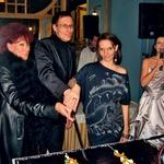 Trio Misson - Barbara, Domen in Maja - so ob elegantni voditeljici prireditve Bernardi Žarn na sprejemu za odlično izpeljano prireditev prejemali čestitke z vseh strani. (foto: Alpe)