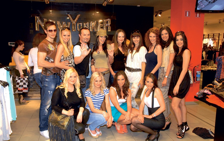 Številni znani obrazi so uživali na odprtju nove trgovine New Yorker v Kamniku.  (foto: M.V.)