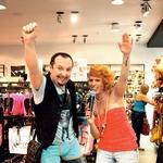 Glasbenik Frenk Nova je na ukaz modne mrhe takoj pomeril moške boksarice. (foto: M.V.)