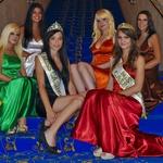 Lepotice z vstopnico za polfinalno tekmovanje Miss Casino Bled za Miss Earth 2012 z misico Anjo Butko. (foto: DonFelipe)