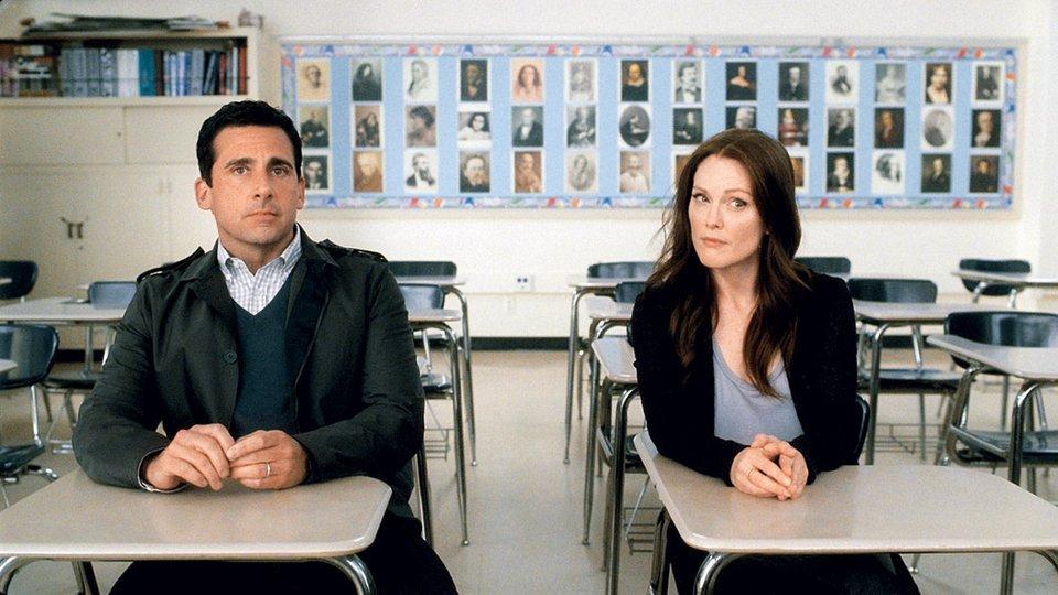 V komični romantični drami Ta nora ljubezen sta navdušila tudi igralca Steve Carell in Julianne Moore.
