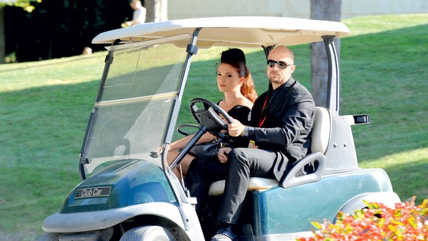 Paparac je pred poroko ujel prihod bodoče neveste. (foto: N. Divja)