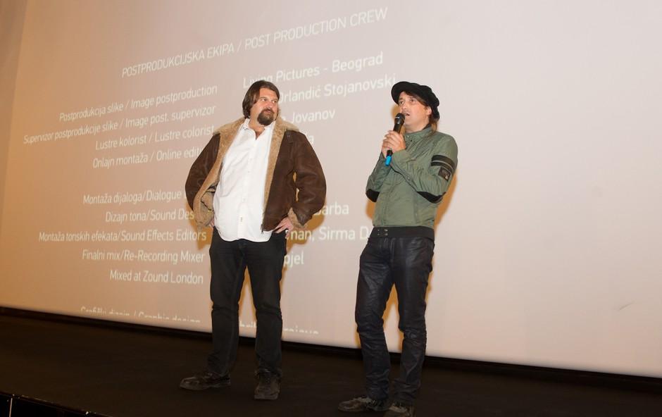 Frontmen skupine Loša ni mogel skriti navdušenja nad odzivom občinstva. (foto: Miro Majcen)