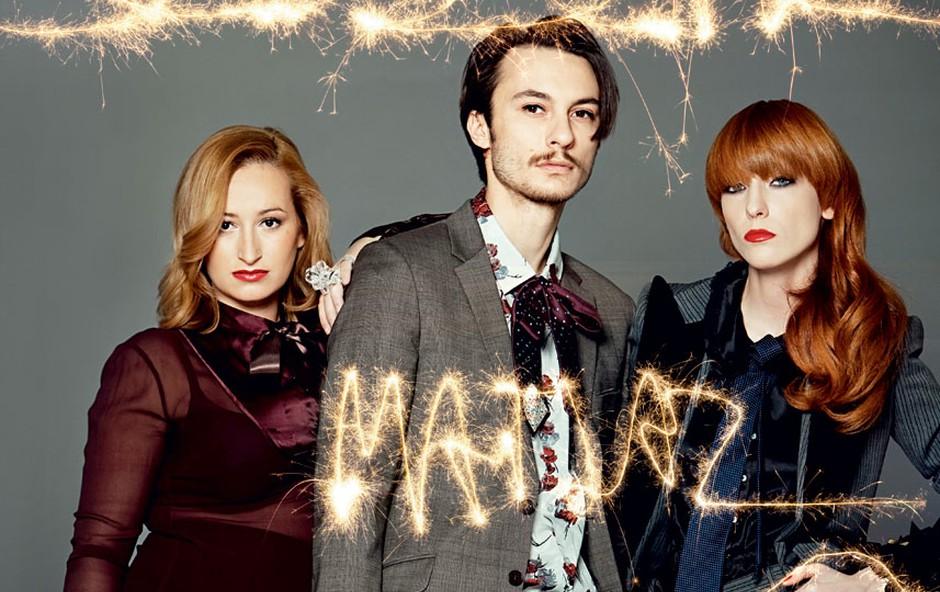 Gangsterski trio: Nina Jagodic, stilistka, Matjaž Šiška, Mič Styling, pričeska; in Maja Šušnjara, vizažistka (foto: Mimi Antolovič)