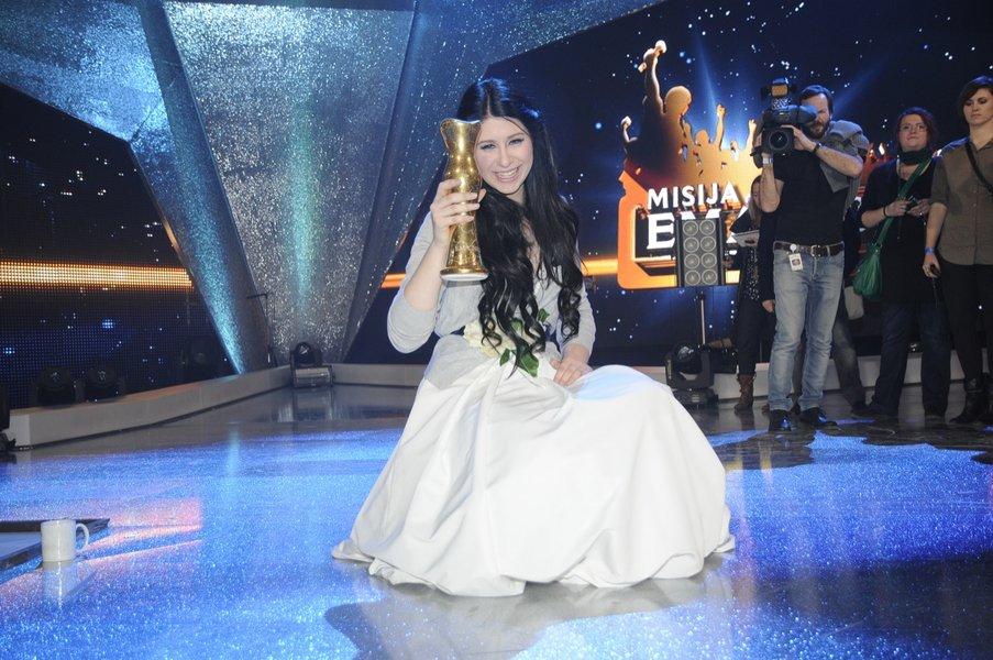 Nesporna zmagovalka Eme 2012 je postala Eva Boto, 16-letnica, ki nas bo zastopala v Bakuju.