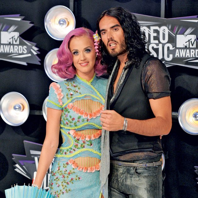 Russell Brand se je po ločitvi od Katy Perry odrekel skupni vili, panthousu in vsemu premoženju, ki bi mu lahko pripadlo, ker nista podpisala predporočne pogodbe.