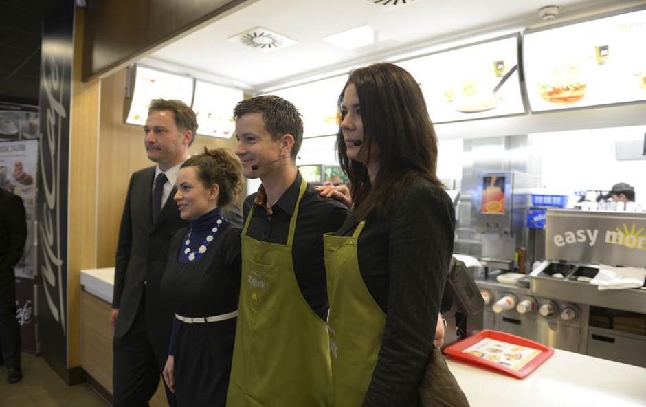 Ivjana Banić in Boštjan Romih v družbi ekipe McDonald'sa.