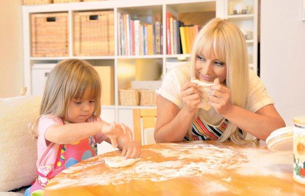 Saša Lendero s hčerkico Ario