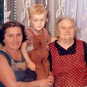 Dve pomembni ženski v njegovem življenju, mama in stara mama