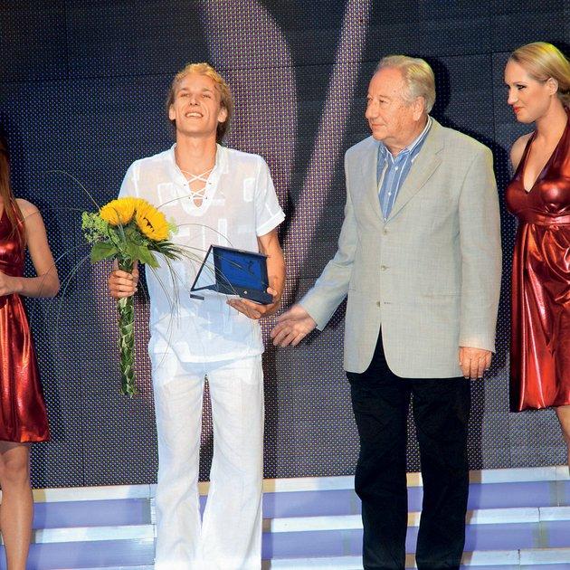Matija Jahn leta 2009 ko je nastopil na Melodijah morja in sonca in pobasal nagrado za najbolj obetavnega mladega izvajalca.