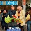 Helena, Mitja in Kristijan so pred leti že obiskali Avstralijo, ob prihodu domov jih je pričakala množica novinarjev in prijateljev. Domov so se vrnili vidno zadovoljni.