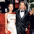 Angelina Jolie: Kdo ji šiva poročno obleko?