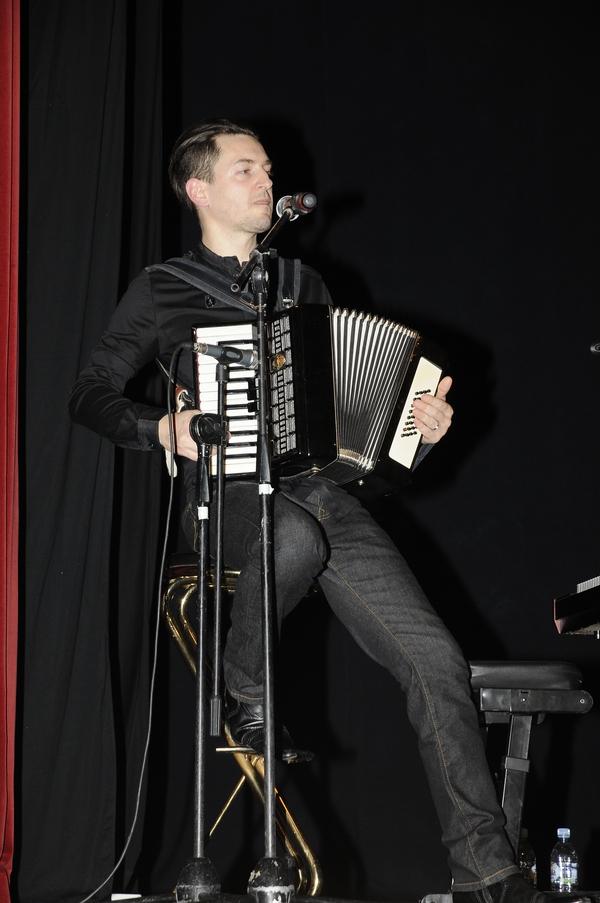 Janu se je na odru pridružil tudi glasbenik in producent Martin Štibernik.