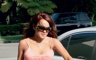 Lindsay Lohan: Zaradi dolgov prodaja obleke