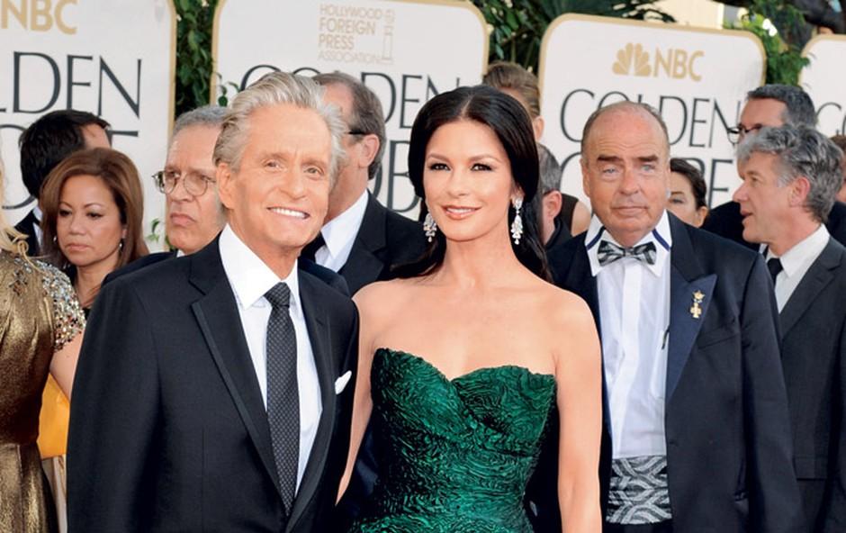 Michaelova soproga, prav tako slavna igralka Catherine Zeta-Jones, zaradi ekstremnih nihanj razpoloženja že kar nekaj časa jemlje zdravila, kar mu – poleg sina v zaporu – predstavlja še dodatno skrb.  (foto: Shutterstock)