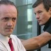 Višji inšpektor Hočevar (Ludvik Bagari)  in mladi detektiv Cojz (Yuri Bradac) imata le malo skupnih točk, vendar sta prisiljena sodelovati.