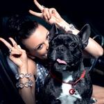 Nina se je pred kratkim včlanila v Društvo za osvoboditev živali in njihove pravice, doma pa skrbi za svojo psičko Zofi. (foto: Dejan Nikolič, produkcija Bakster)