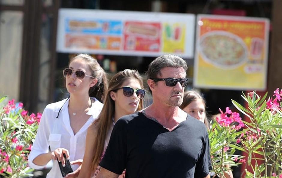 Sylvester Stallone z družino letuje v Monaku (foto: Profimedia)