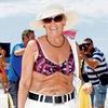 Bikini ni samo za mlade! Angelca Likovič je bila carica med caricami, podprla je projekt in zažigala v kopalkah.