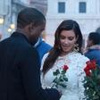 Kanye West je Kim zaprosil za roko!