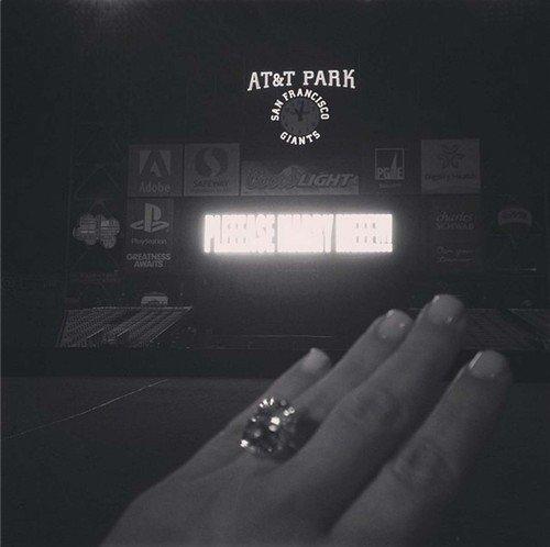 Kim Kardashian zaročni prstan