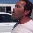 Schwarzeneggerju cigaro dostavijo s helikopterjem