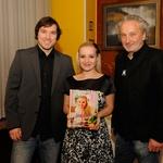 Ana v družbi moža Kristijana in Petra Bratuše (foto: Luna TBWA)