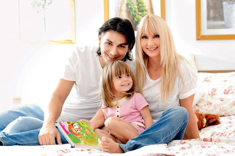 Saša Lendero z družino