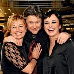 Prifarski muzikant Mitja  Ferenc v družbi svoje  partnerice Rosvite Pesek in  voditeljice večera Lare  Jankovič.  (foto: Sašo Radej)