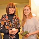 Modna oblikovalka  Maja Štamol in  nekdanja misica  Živa Vadnov sta  poklepetali tudi o modi. (foto: Primož Predalič)