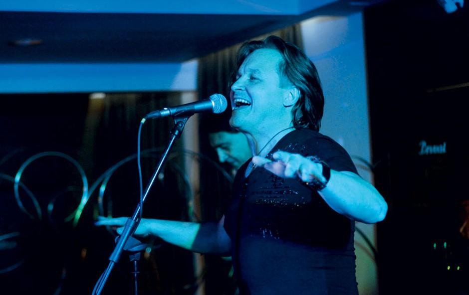 Matjaž Jelen je  ponosno predstavil  svoj prvi solo album  Nov dan.  (foto: Goran Antley)