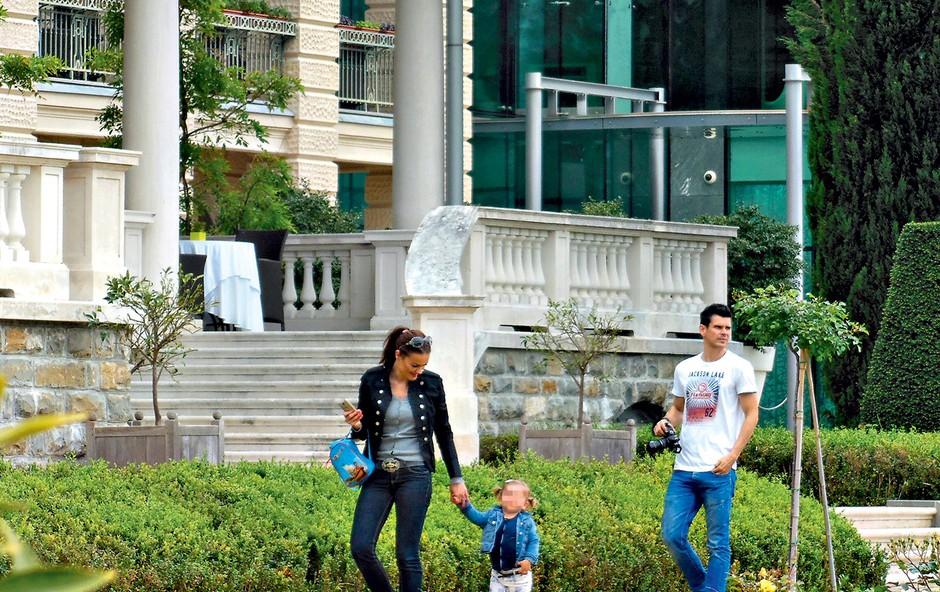 Rebeka Dremelj: Z družino na obali (foto: revija Lea)