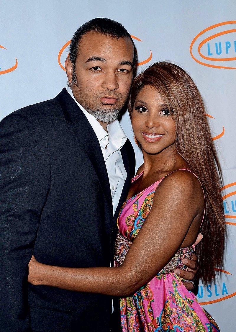 Z glasbenikom Kerijem Lewisom  se je poročila leta 2001, osem let  pozneje sta se razšla, ločitev pa je  postala uradna julija lani.