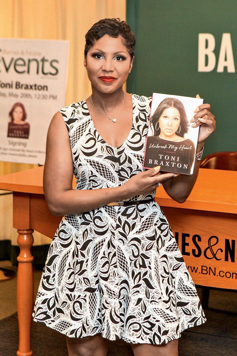 Njena knjiga spominov Unbreak  My Heart: A Memoir, v kateri  opisuje tudi temačno obdobje  svojega življenja, je izšla pred  nekaj dnevi.