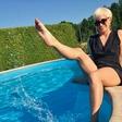 Na čigavem bazenu se namaka Alya?