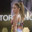 Jennifer Lopez nastopila v kopalkah (in strganih žabah)
