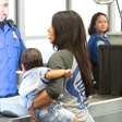 Kim Kardashian s hčerkico tarča paparacev
