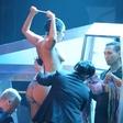Člani ekipe Lady Gaga redno vidijo pevkino golo oprsje