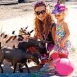 Tia Anna Paynich s hčerko uživala v živalskem vrtu
