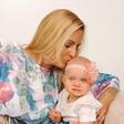 Miša Margan s hčerko hodi na solno terapijo