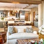 Kuhinja je povezana z eno izmed dnevnih sob.  (foto: Profimedia)