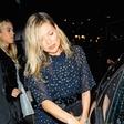 Kate Moss spet pretiravala z alkoholom