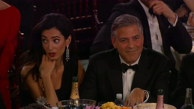 Govorica telesa o tem, ali se Amal Clooney res spogleduje z drugimi moškimi! (foto: profimedia)